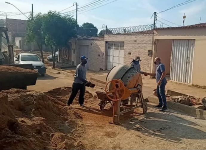 Presidente da Câmara visita obras de pavimentação de ruas do Parque São João